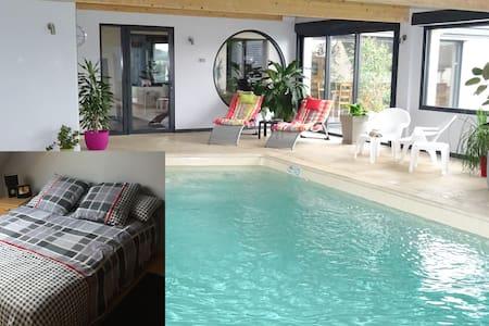 Chambre2,piscine, billard ,fitnessG - Dernancourt - Huis