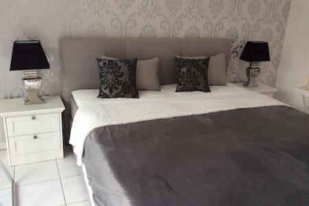 Modernes Ambiente in Ferienwohnung (1-4 Personen) - Kassel - Apartament
