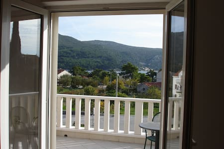 Franica's double room with terrace and sea view-R2 - Guesthouse