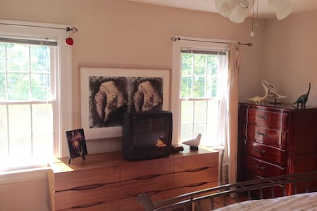 Master bedroom in Shaker, perfect for RNC week - Casa