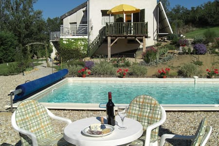 Rural gite with pool, near village - Lejlighed