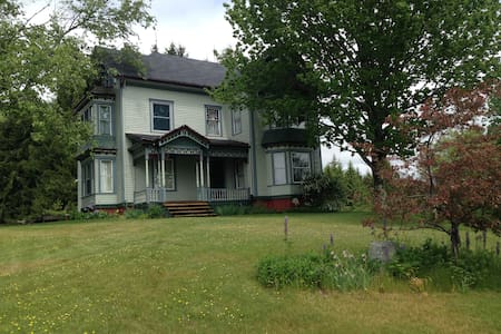 Queen Ann Victorian in the heart of midcoast Maine - Warren