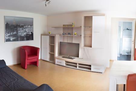 Stadtnahe möblierte Wohnung mit Blick ins Grüne - Apartment