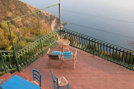 La Volpe e l'Uva - Cinque Terre - La Spezia