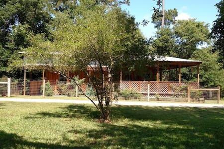 Double Bar B Guest Ranch- Bungalow - Plantersville - Huis