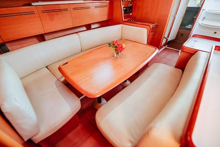 Cabin #2 Aboard 50ft Yacht with A/C