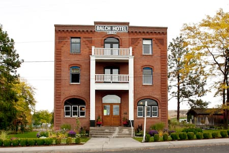 Historic Balch Hotel-Modern Room Private Bath - Dufur - Bed & Breakfast