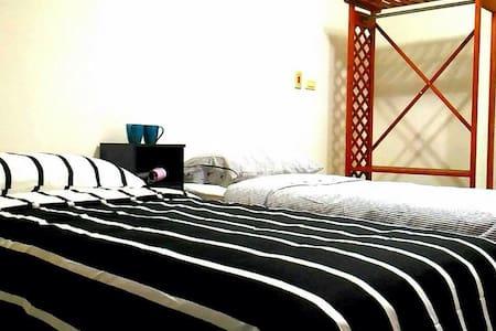 流行城市-新修套房2單人床 獨立衛浴 有陽臺-近尖美商圈。背包客首選 - House