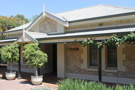 3br home close to Barossa Valley - Gawler East - Haus