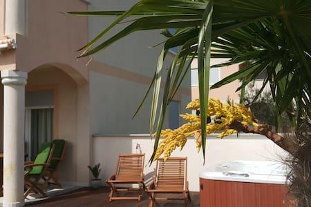 Apartment (4+1) with garden Jacuzzi - Medulin