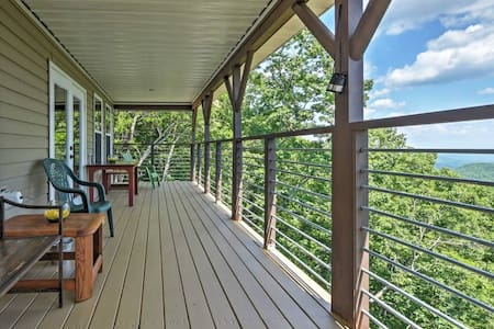 Pristine 3BR Clayton Cabin w/Mountain Views - Hytte