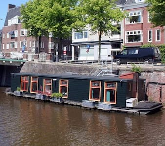Charming little houseboat in center - Groningen