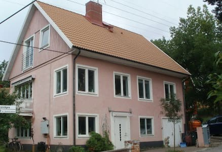 Room in Malarhojden, 20 minutes to Stockholm C #1 - Stoccolma - Villa