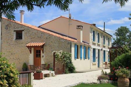 L'Ecurie - C18th Farmhouse Cottage (Sleeps 5-6) - Moragne - Rumah