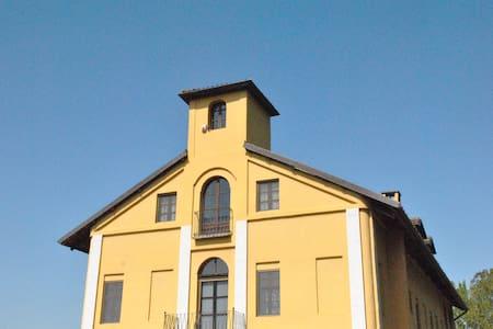 camera matrimoniale ad Asti - Asti - Villa