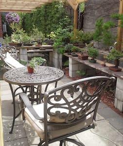 Studio avec jardin et à côté métro - House
