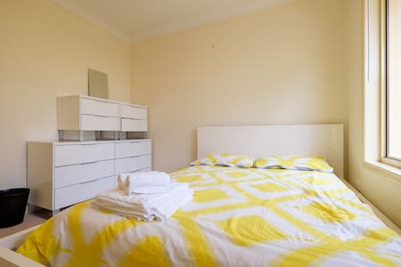 24hr Check-In   Clean & Comfortable Queen Size Bed - Forest Lake - House
