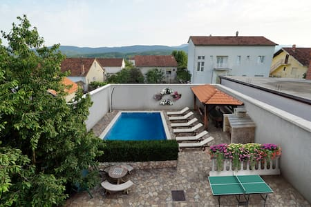 HOMELY DECORATED HOUSE WITH A POOL IN SPLIT COUNTY - Imotski - Villa