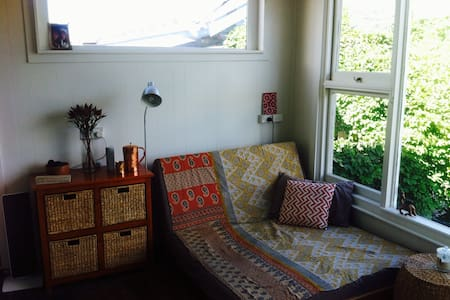 Self contained studio apartment - New Town - Wohnung