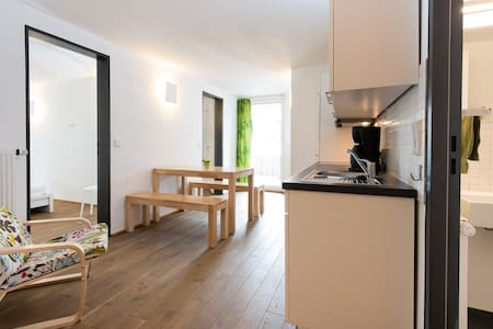 Apartment with Terrace in Historic City Centre - Pis
