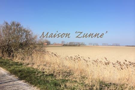 Maison 'ZUNNE' - Rumah