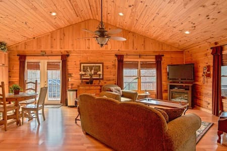 Deer Valley - Equestrian Cabin Living at it's best! 2.7 miles to TIEC - Chalet
