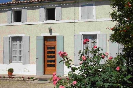 Maison Charentaise à louer à Bagnizeau - Bagnizeau