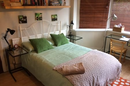 2. Bright and spacious room in popular Chorlton - Manchester