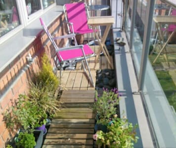 Sunny top floor apartment w/balcony - Donabate