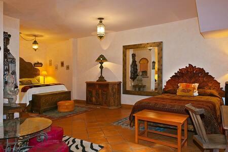A taste of Morocco in heart of town - San Miguel de Allende - House
