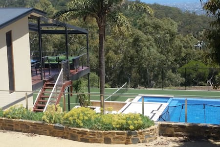 Beaumanis House - amazing view, private ensuite - Mount Osmond