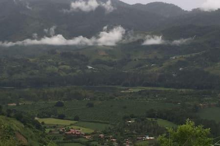 Lugar para descansar - El Tejar - House