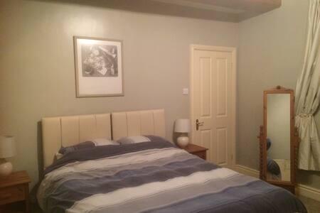 Spacious en-suite double/twin - Cowling - Casa