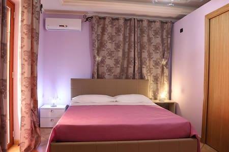 Villa Manno B&B Camera matrimoniale  Violetta - Barcellona pozzo di Gotto