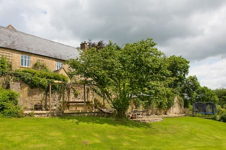 Delightful and homely Dorset family Farmhouse. - Beaminster