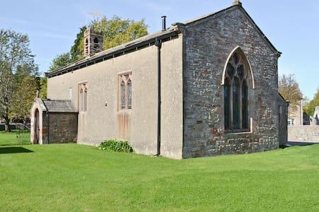 Old St Luke's Church, Soulby - Rumah