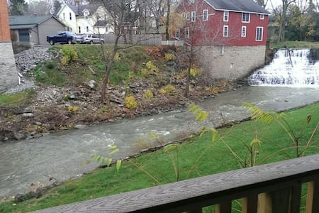 Waterfront falls view, prime! - Honeoye Falls - Appartement