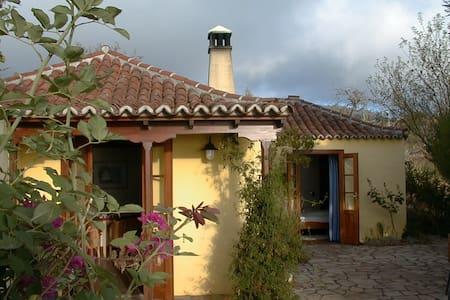 Charmantes  kanar. Landhaus mit traumhaftem Blick - Casa de hóspedes