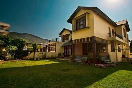 Sunrise Guest house 2 - Shillong - Aamiaismajoitus
