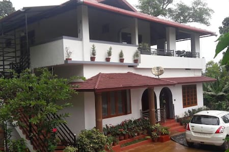 Cosy Homestay in Coorg (with all meals) - Bungalow