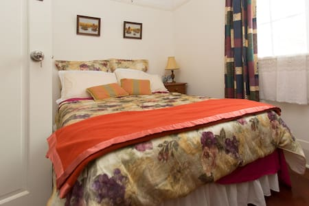 City-AirportBus Stop-DoubleBed room - Apartment