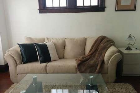 Cozy private bedroom with parking - Windsor - Apartment
