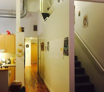 Beautiful 2 story Loft with Gym/Pool Table/WiFI - Providence - Loft