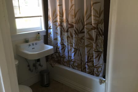 Bedroom near Stanford, Caltrain and Downtown - Palo Alto - Hus