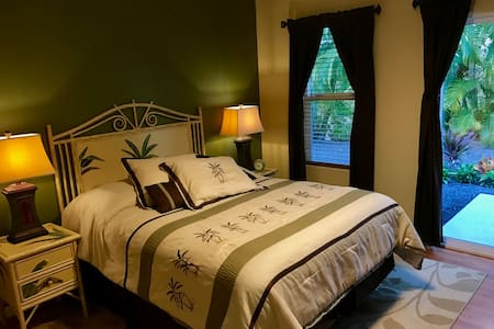 Clean, Air Conditioned Room in Kona - Ház