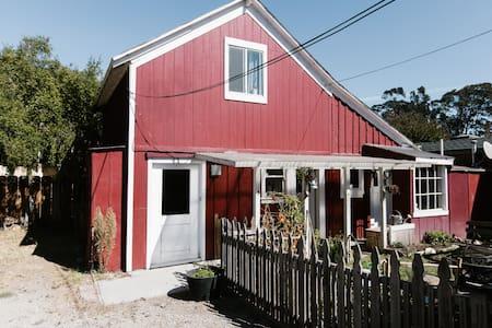 Urban Barnhouse - Monterey