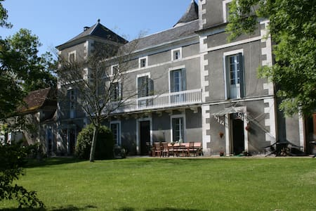 Château La Barge chambre Ponceau - La Boissière-d'Ans - Castle