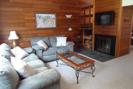 Great Lincoln NH Townhouse at Loon Mountain - Lincoln