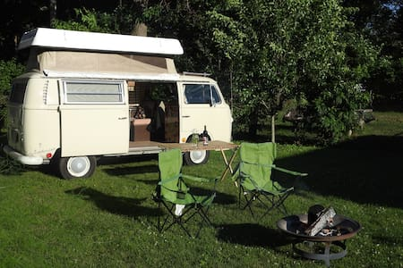 Vintage Volkswagen Camping in the City - Niles - Campingvogn
