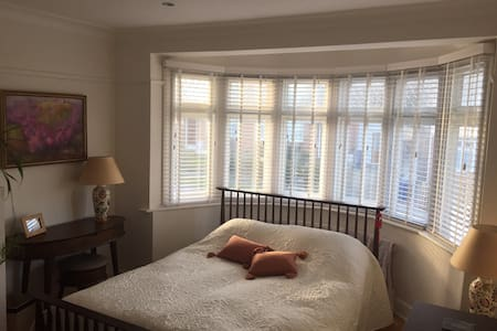 Private room with private bathroom - Barnet - Casa